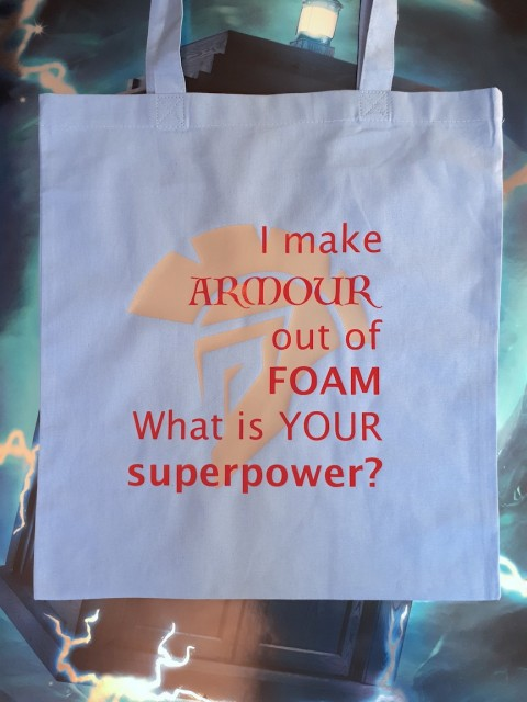 "Handlenett / veske med teksten: ""I make armour out of foam, what is your superpower?"""